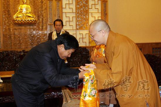 西藏佛学院筹备组党委书记旦真旺加一行来访我院龙山枣庄别墅图片